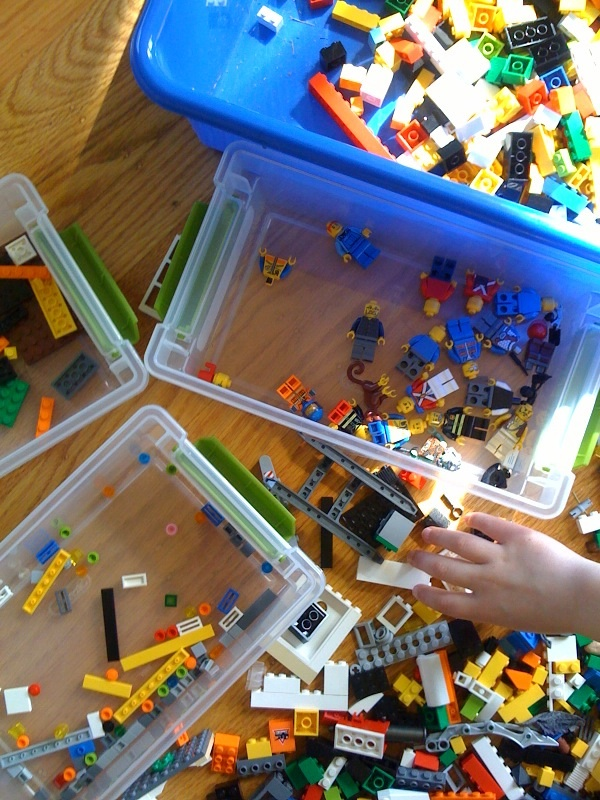 Lego_sorting_with_soren